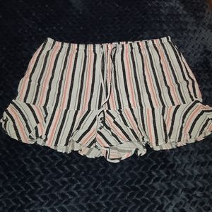 Flowy trimmed boxer shorts